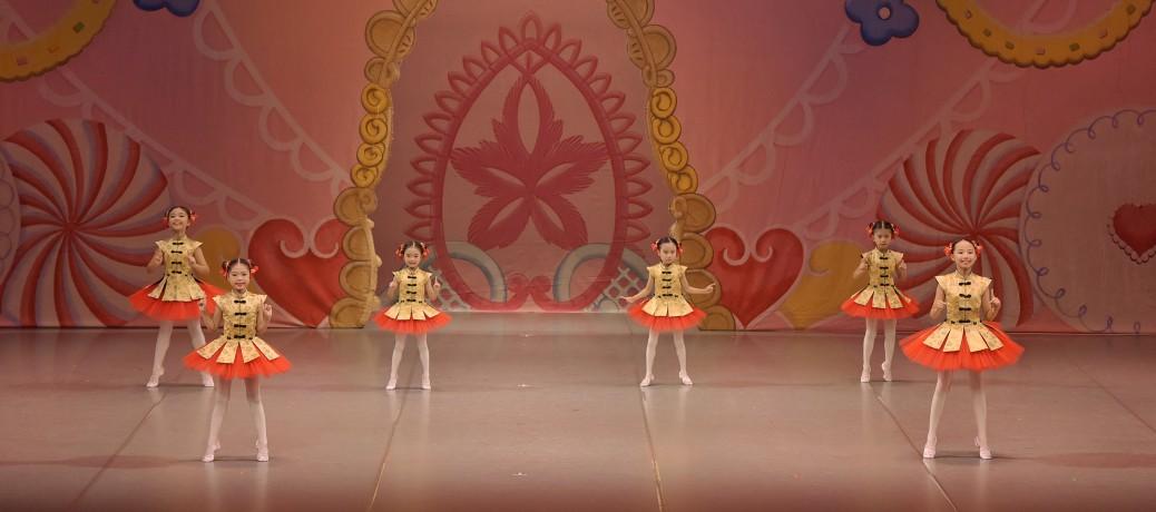 プロから教わる正しいバレエ!バイリンガルで笑顔が輝く「ジュニアBクラス(小1〜3)」